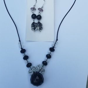 Jewelry - Handmade beaded earring/necklace set